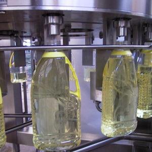 dettaglio rubinetti riempitrice da olio in bottiglie PET
